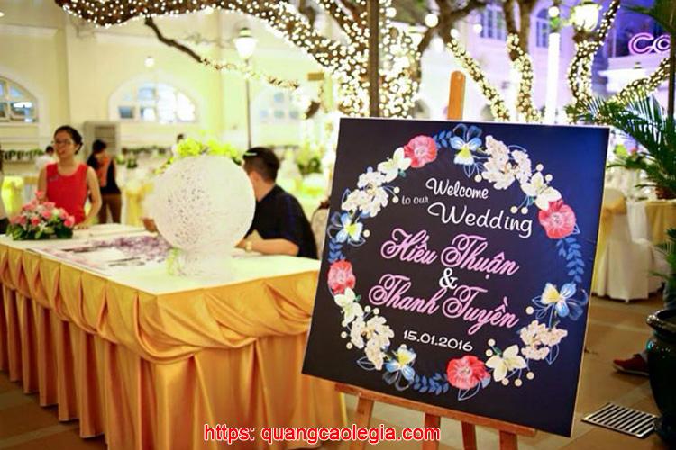 bảng tên cô dâu chú rể đặt cổng 2